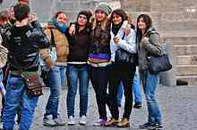 qlow-220px-Group_at_Piazza_del_Popolo,_Rome